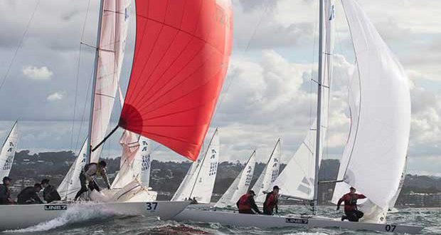 Tusk and Whisper II have the kites set, shortly after the weather mark. - 2017 Etchells Australasian Championship © Alex McKinnon Photography http://www.alexmckinnonphotography.com