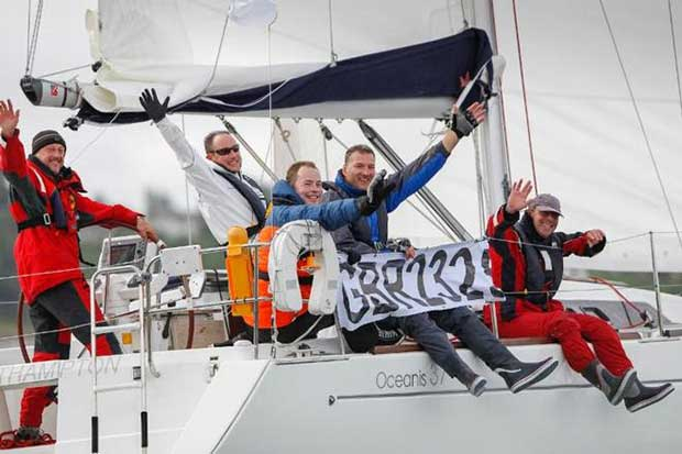 """Happy competitors enjoying their race - Round the Island Race Paul Wyeth / http://www.pwpictures.com"""">www.pwpictures.com http://http://www.pwpictures.com"""">www.pwpictures.com"""