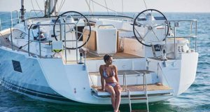 Large swim platform and noticeable chines leading into the transom. - Jeanneau 51 © Jeanneau France