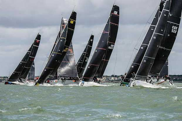 FAST40+ Start line – Lendy Cowes Week © Mike Jones / Waterlinemedia