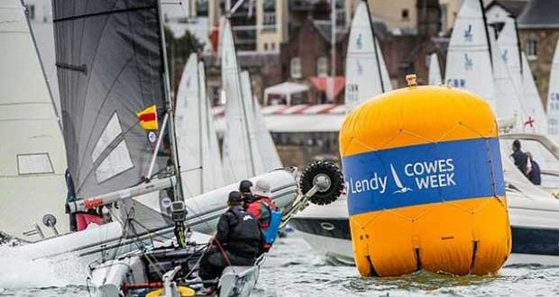 Smigger (Ian Smith) rounding a mark on a crowed Solent on Day 3 – SB20 Cowes Grand Slam © Jane Austin