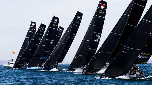 Neither end of the line was obviously favoured in today's northerly - 2017 RC44 Championship © Pedro Martinez / Martinez Studio / RC44