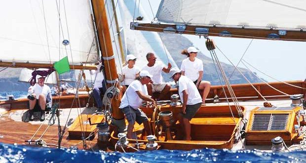 79' Mariella evened the score in Vintage Class A - Antigua Classic Yacht Regatta 2018 - photo © Tim Wright