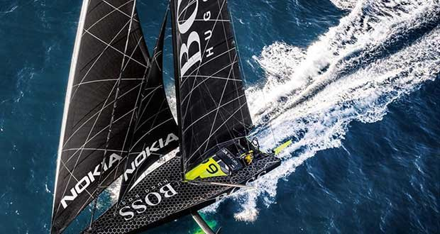 British Skipper Alex Thomson breaks 24 hour distance record © Alex Thomson Racing