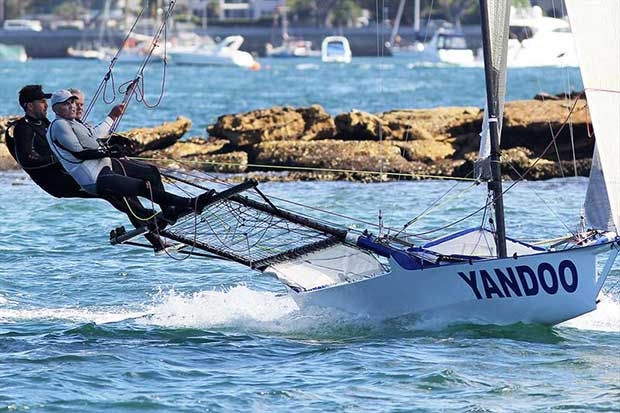 Yandoo's winning crew in action on the loop from Rose Bay, to Taylor Bay, and back to Rose Bay during 18ft Skiff NSW Championship race 1 - photo © Frank Quealey