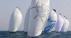RC44s 'do the conga' down the run on day 2 of the RC44 Cascais Cup - photo © Nico Martinez / www.MartinezStudio.es
