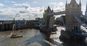 Clipper Race team, Punta del Este, passes through Tower Bridge London - photo © Jason Bye - www.jasonbye.com