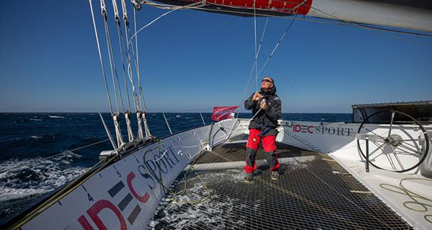 Joyon at full pelt heading towards the Cape of Good Hope - Mauritius Route record © Jean-Marie Liot / Alea / IDEC SPORT