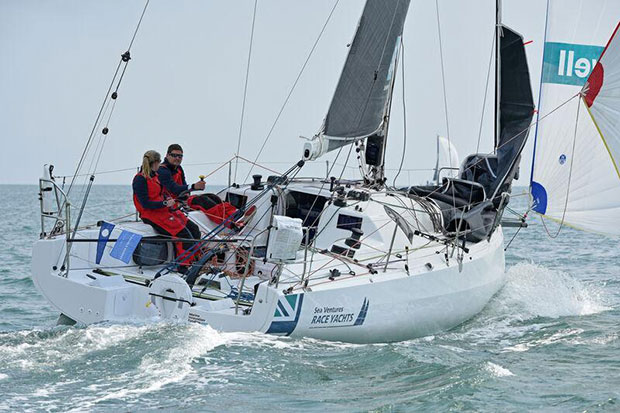 Team Bomby/Robertson: Henry Bomby and Shirley Robertson on Sun Fast 3300 Swell in the Rolex Fastnet Race © Paul Wyeth / pwpictures.com
