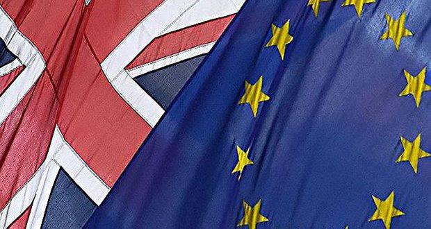Brexit Flags © Emma Cotton